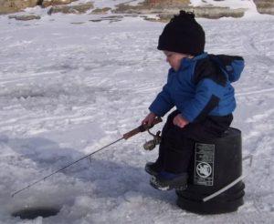 Зимняя рыбалка и дети